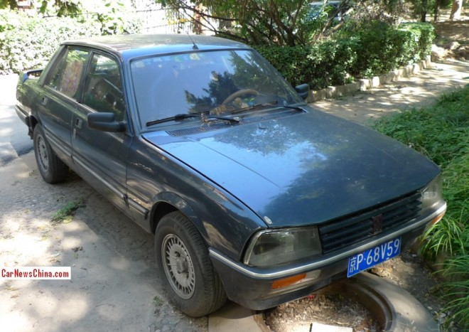 Spotted in China: an almost perfect Peugeot 505 SX sedan
