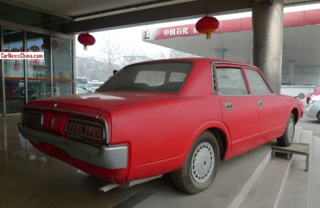 toyota-crown-china-red-3