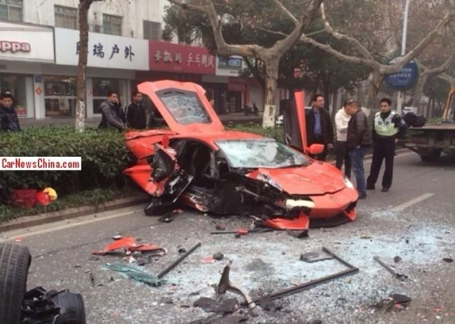 Crash Time China: Lamborghini Aventador hits Bus in Anhui
