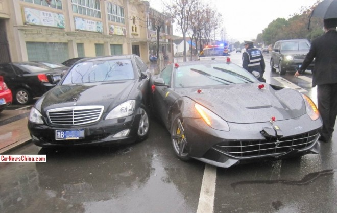 Crash Time China: Ferrari F12berlinetta hits Mercedes-Benz S-Class