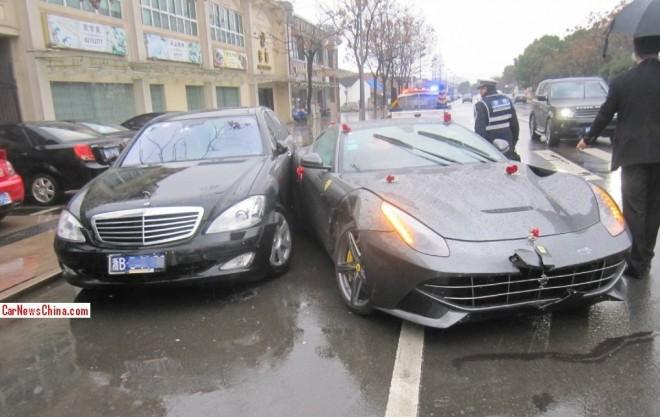 Crash Time China: Ferrari F12berlinetta hits Mercedes-Benz S-Class