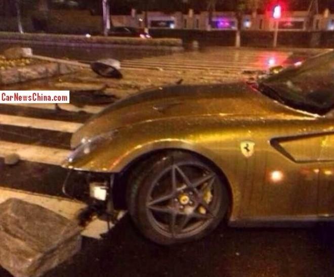 ferrari-crash-china-599-4