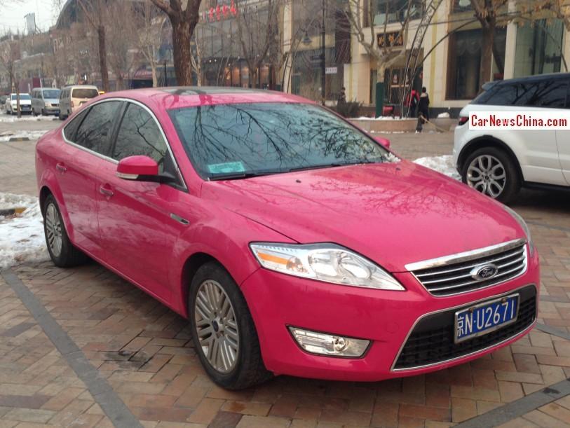фото розовый форд мондео