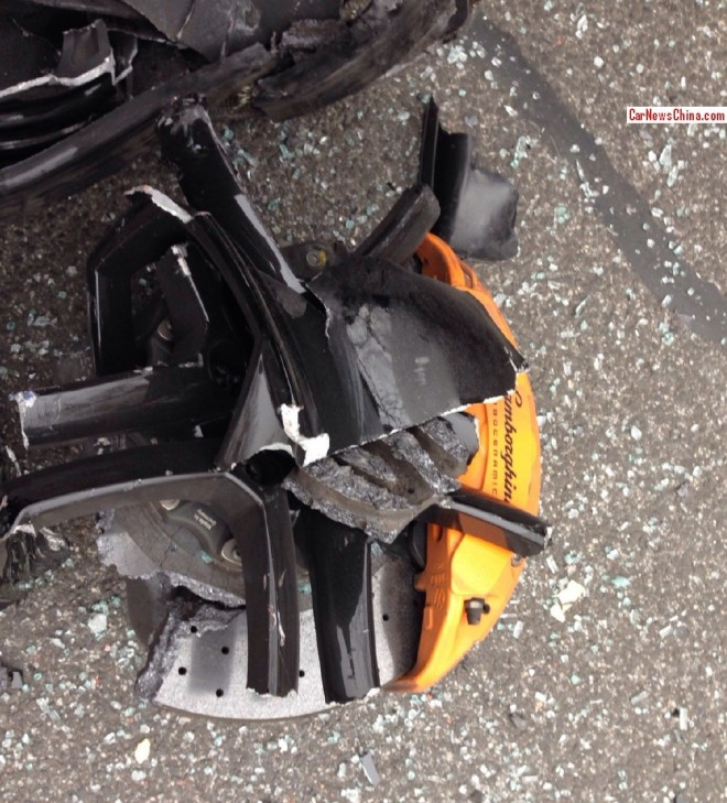 More photos of the Lamborghini Aventador crash in China