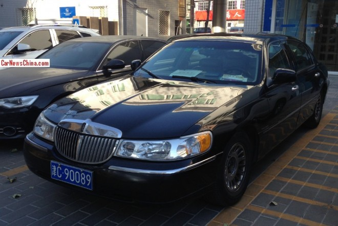 Spotted in China: Lincoln Town Car Cartier L