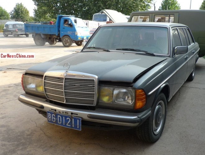 Spotted in China: Mercedes-Benz W123 Limousine at the Museum