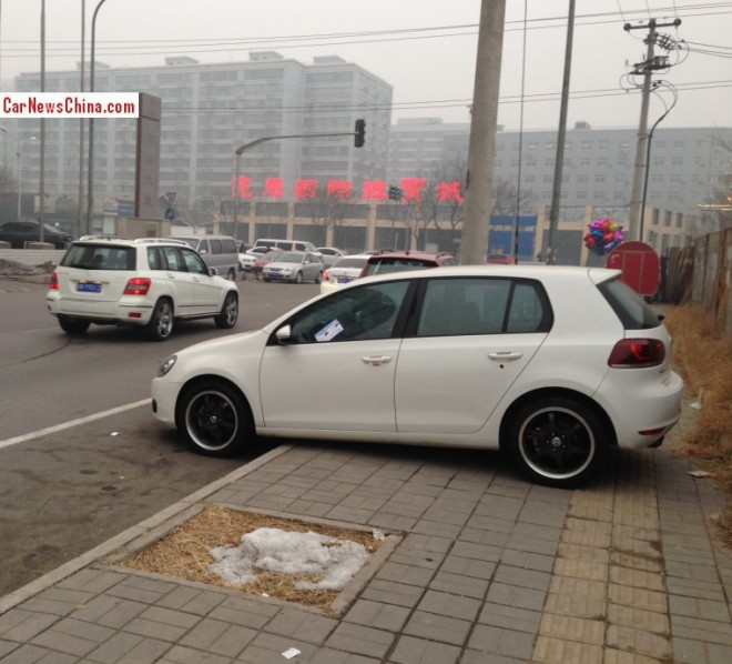 Volkswagen Golf Parks like a Professional A*hole in Beijing