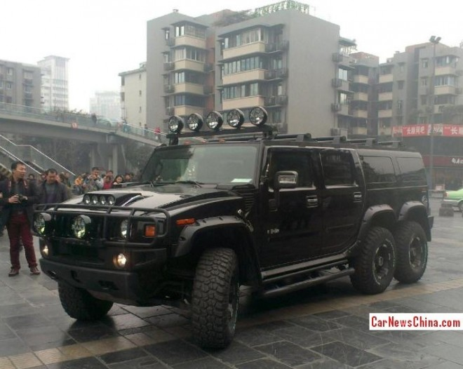 Hummer H2 is a Big Black Beast in the Rain in China