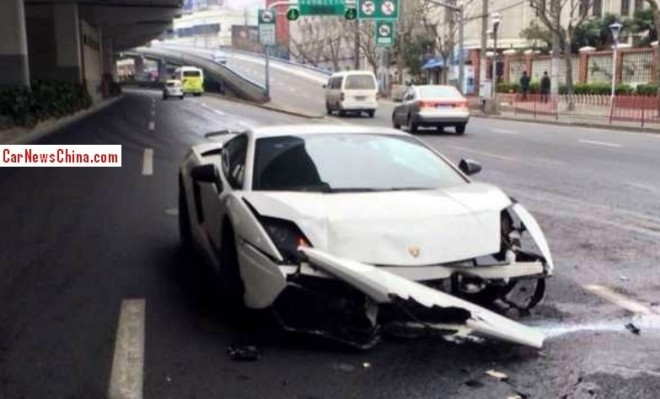 Lamborghini Gallardo Superleggera crashes in China