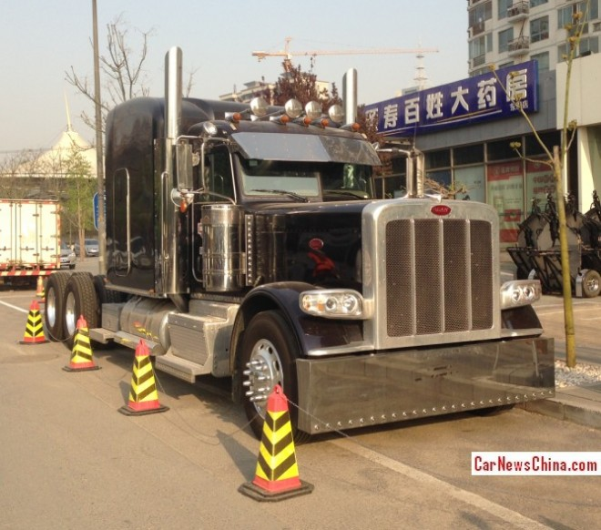 Spotted in China: Peterbilt 389 tractor truck