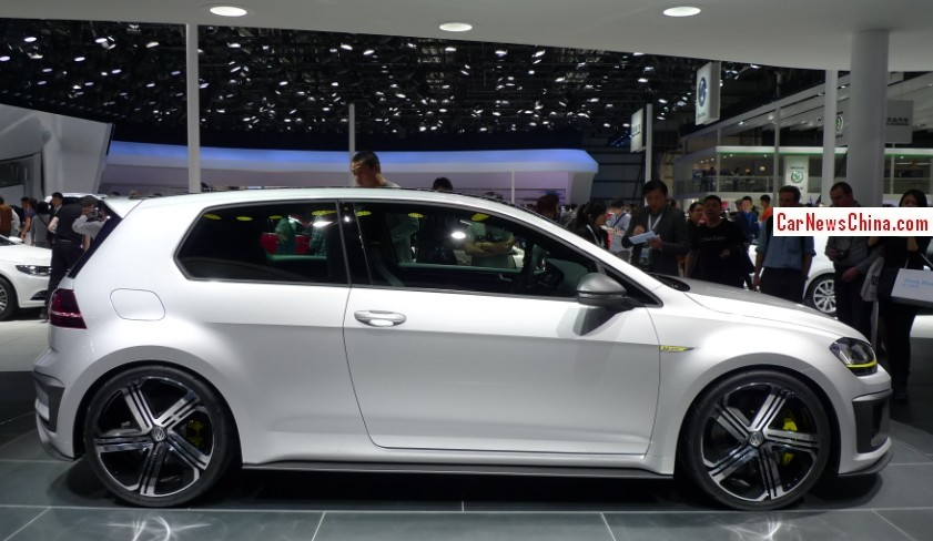volkswagen golf r400 concept debuts on the beijing auto show. Black Bedroom Furniture Sets. Home Design Ideas