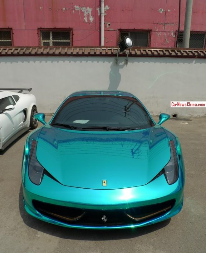 Ferrari 458 is chrome shiny green in China