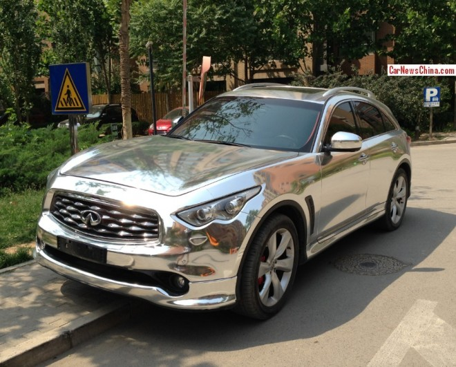 Infiniti FX45 is shiny silver chrome in China