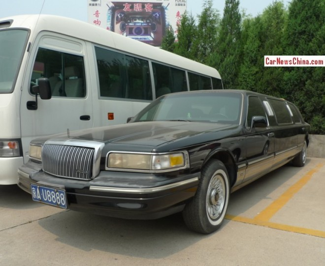 Spotted in China: Lincoln Town Car stretched limousine with a Lucky License
