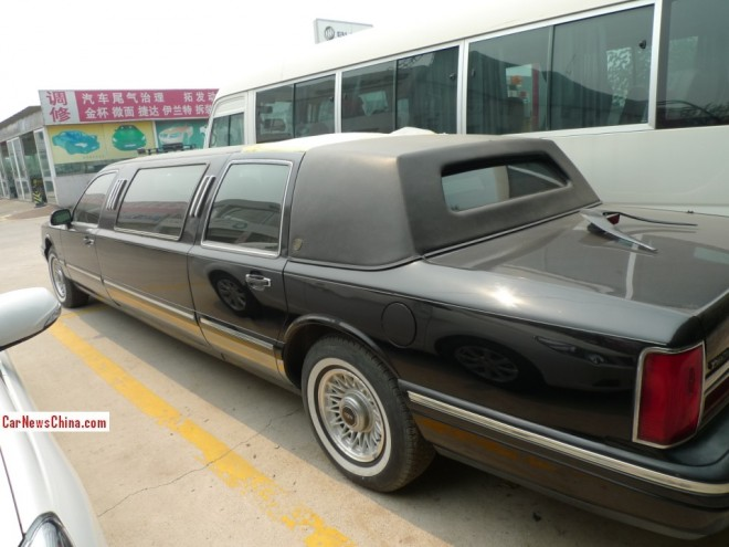 lincoln-town-car-stretch-china-2
