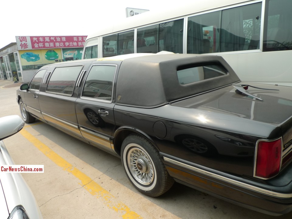 Spotted in China: Lincoln Town Car stretched limousine with a Lucky