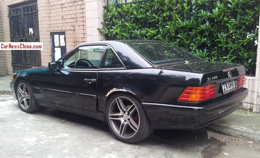 spotted in china r129 mercedes benz sl500. Black Bedroom Furniture Sets. Home Design Ideas