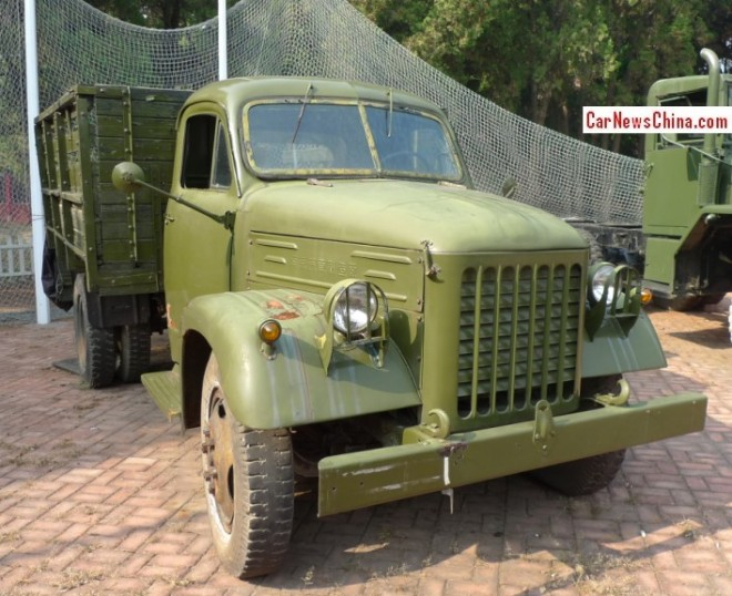 China Car History: the Nanjing NJ230 truck at the Dalian Classic Car Museum