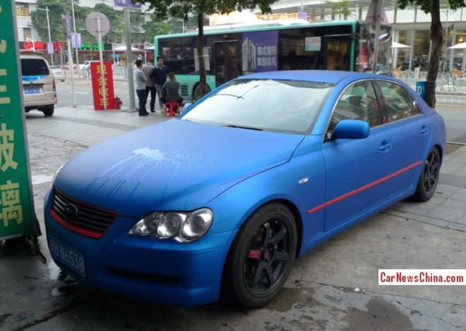 Toyota Reiz is matte blue in China