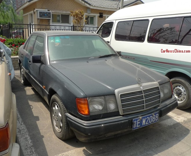 Spotted in China: W124 Mercedes-Benz 320E