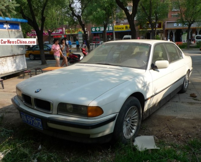 Spotted in China: E38 BMW 740 iL in white