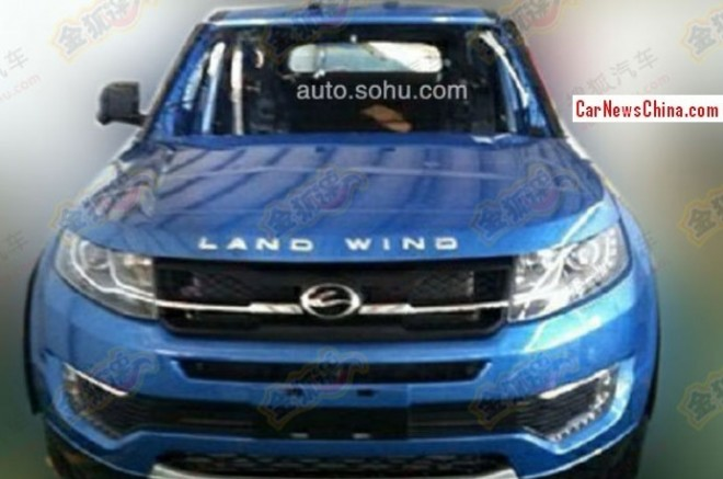 Landwind E32 is a blue Range Rover Evoque in China