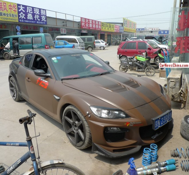 Mazda RX8 is chocolate brown and brown in China