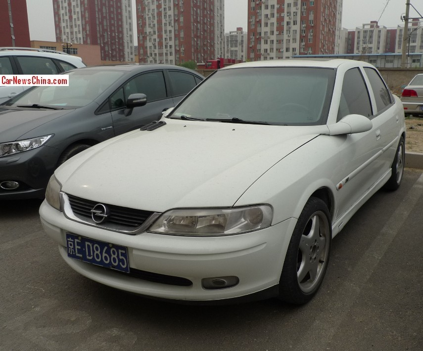 spotted in china opel vectra b sedan. Black Bedroom Furniture Sets. Home Design Ideas