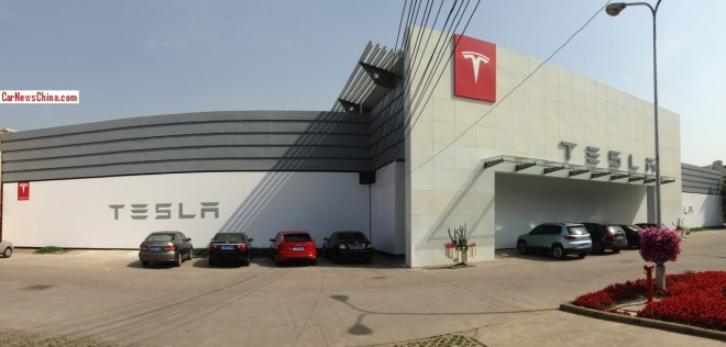 Reader-visit to the still-not open Tesla store in Shanghai