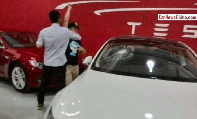 New Tesla owner smashes brand new Tesla in China