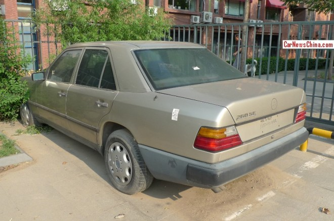 Spotted in China: W124 Mercedes-Benz 260 SE
