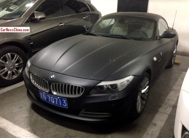 BMW Z8 is matte black in China