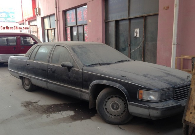 Spotted in China: Cadillac Fleetwood Brougham in black & dust
