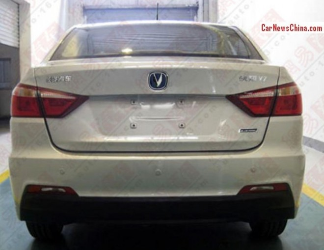 changan-yuexiang-v7-china-3