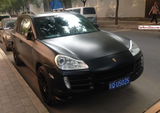 Porsche Cayenne is matte black in China