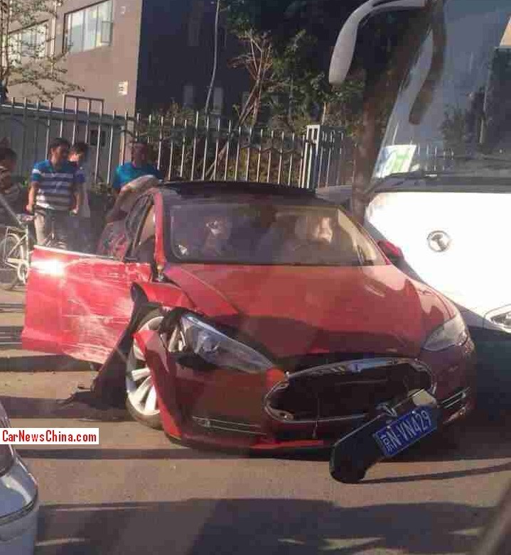 first tesla crashes in china carnewschina com rh carnewschina com