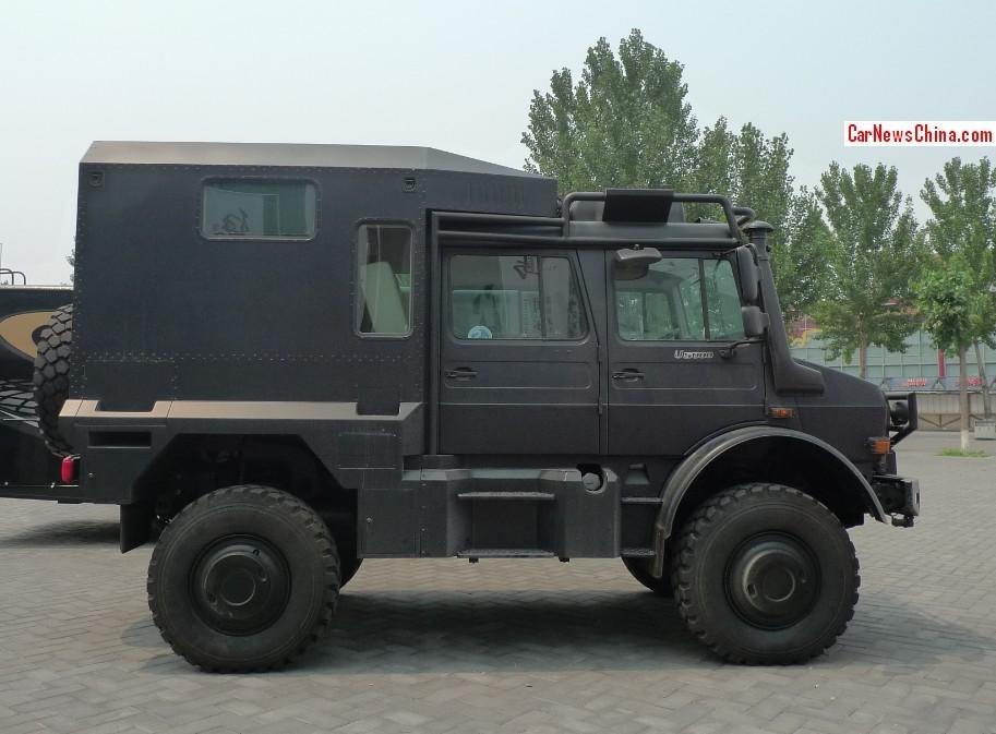 unimog u5000 is a big black german beast in china. Black Bedroom Furniture Sets. Home Design Ideas
