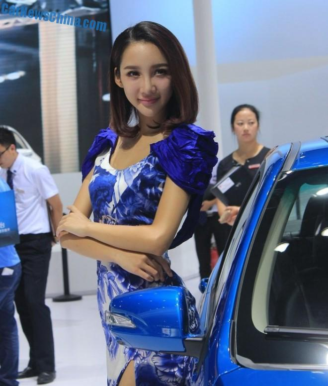 china-car-girls-chengdu-3-byd