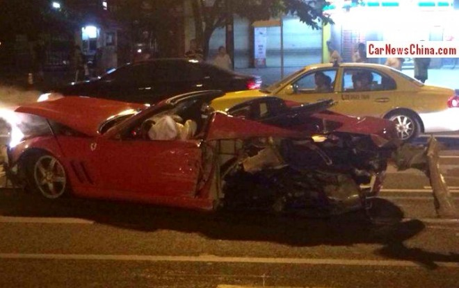 ferrari-crash-china-2