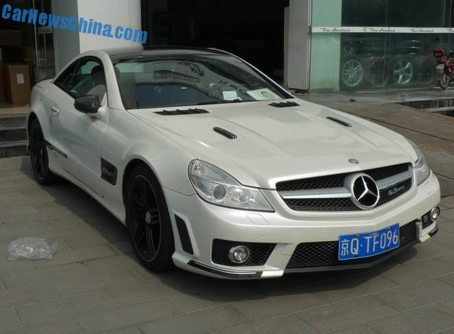 Spotted in China: Mercedes-Benz SL63 AMG with a body kit