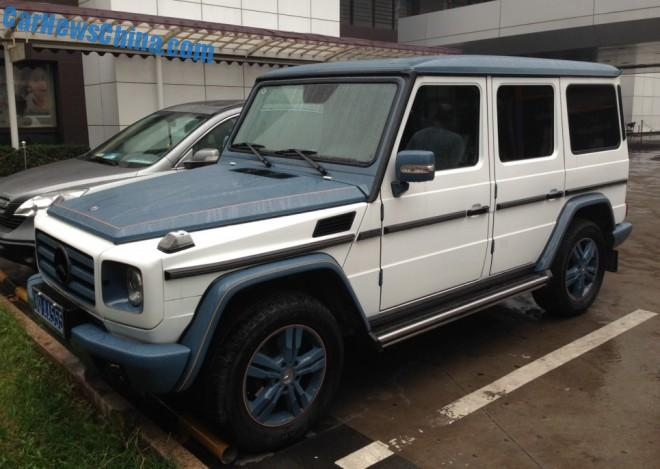 Mercedes-Benz G55 AMG is white & blue in China