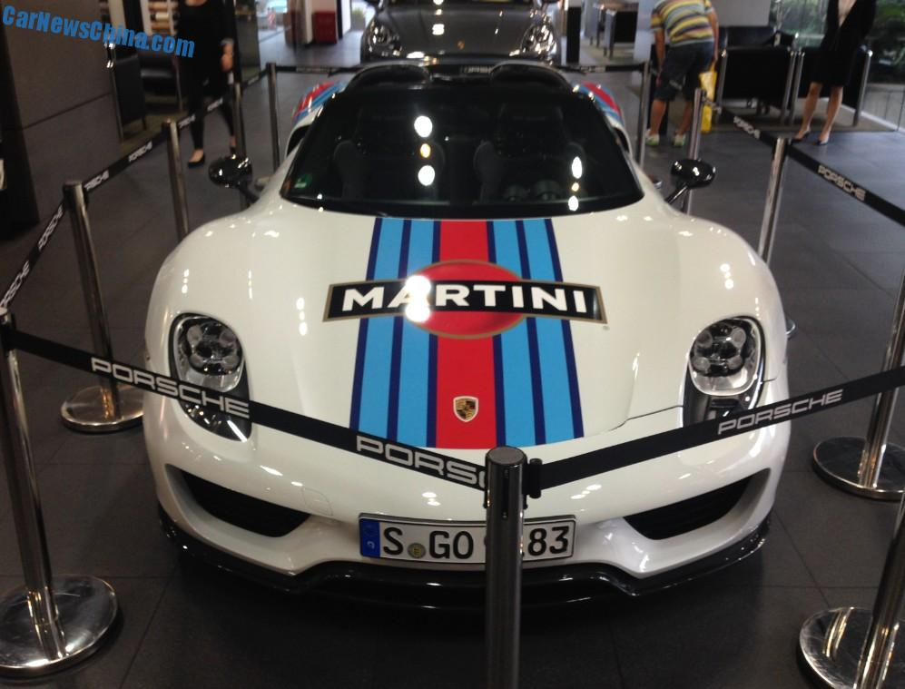 spotted in china porsche 918 spyder no 000 in martini livery. Black Bedroom Furniture Sets. Home Design Ideas