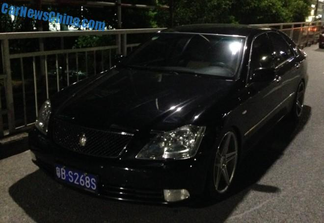 Toyota Crown & Toyota Reiz are Low Riders in China