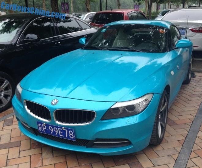 BMW Z4 is baby Smurf blue in China