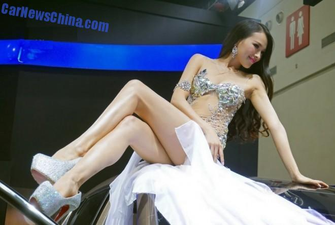 china-car-girls-wuhan-2