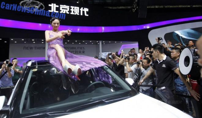 china-car-girls-wuhan-4
