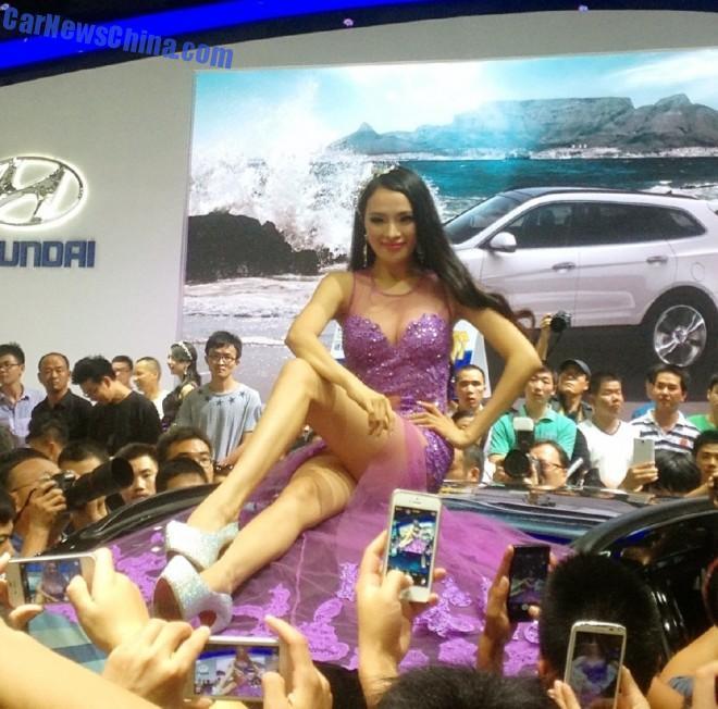 china-car-girls-wuhan-6