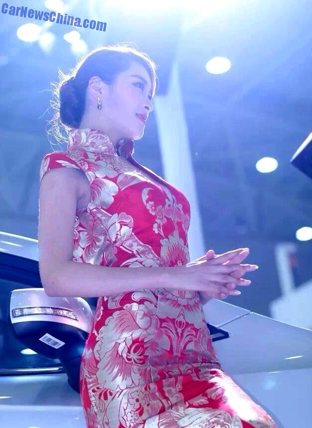 china-car-girls-wuhan-9
