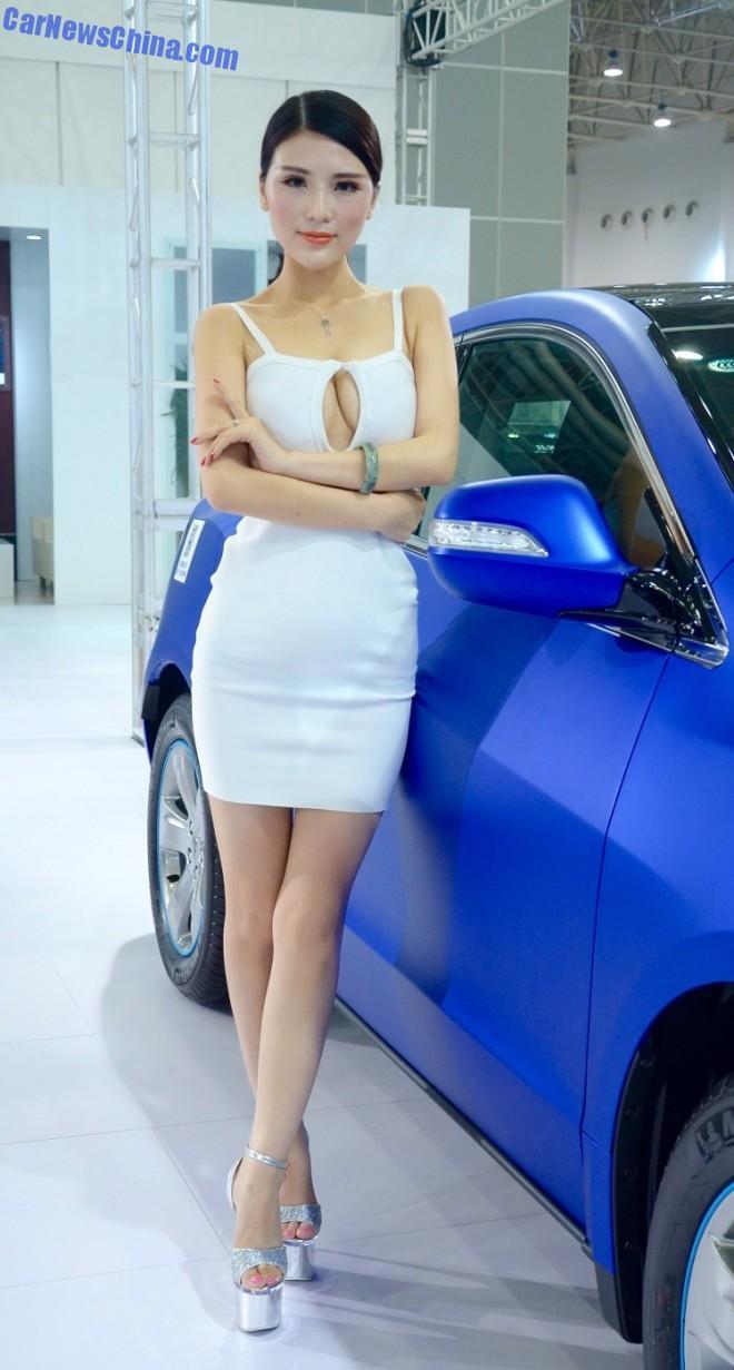 china-car-girls-wuhan-9b