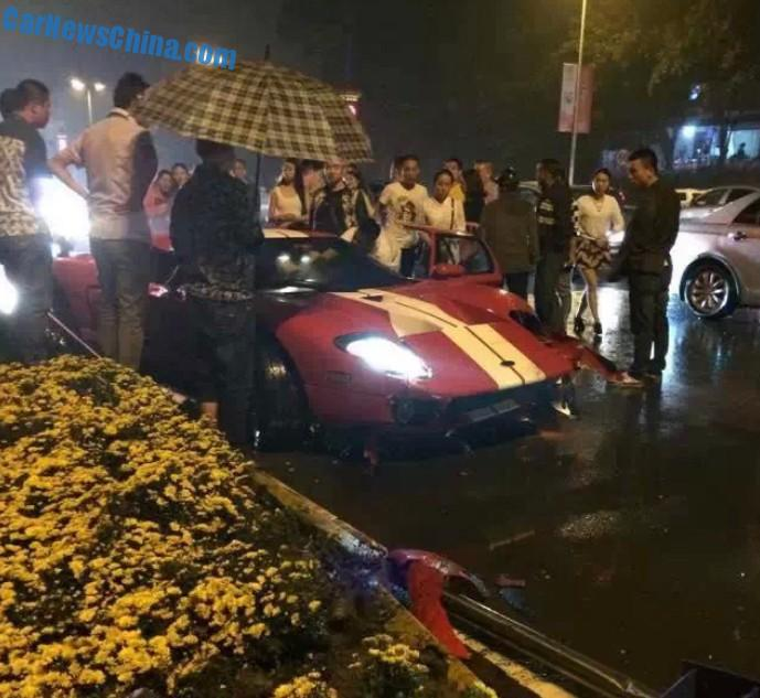 Crash Time China Ford Gt Hits A Guardrail And A Pole